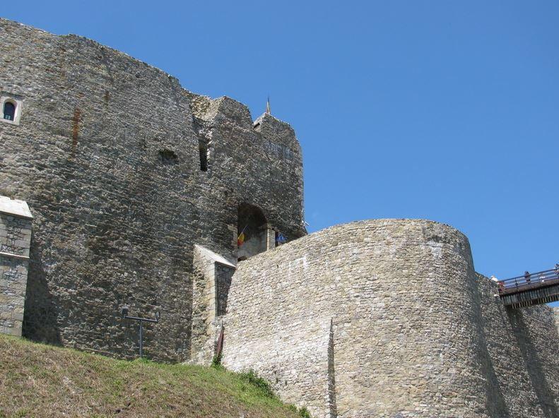 """Tarife modificate pentru vizitarea Cetății Neamț și a Muzeului Memorial """"Ion Creangă"""" din Humulești"""