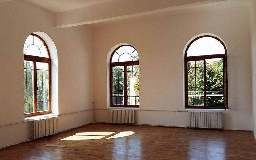 """Se caută sponsori pentru mobilierul corpului B al Colegiului Naţional """"Roman-Vodă"""""""