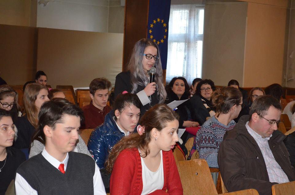 Mall, cinematograf și seri dansante au cerut tinerii romașcani conducerii Primăriei Roman