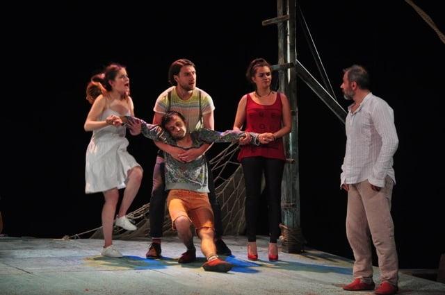 """""""Vicleniile lui Scapino"""" după Molière, la Teatrul Tineretului din Piatra Neamț"""