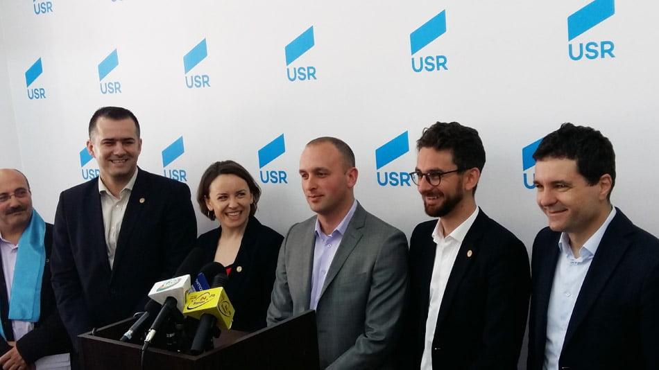 Președintele USR, Nicușor Dan, a lansat candidatul partidului pentru Primăria Roman, Radu Samson
