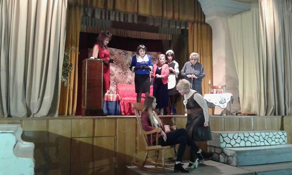 """Teatrul """"Dan Alecsandrescu"""" prezintă luni comedia """"8 femei"""", pe scena Cercului Militar"""
