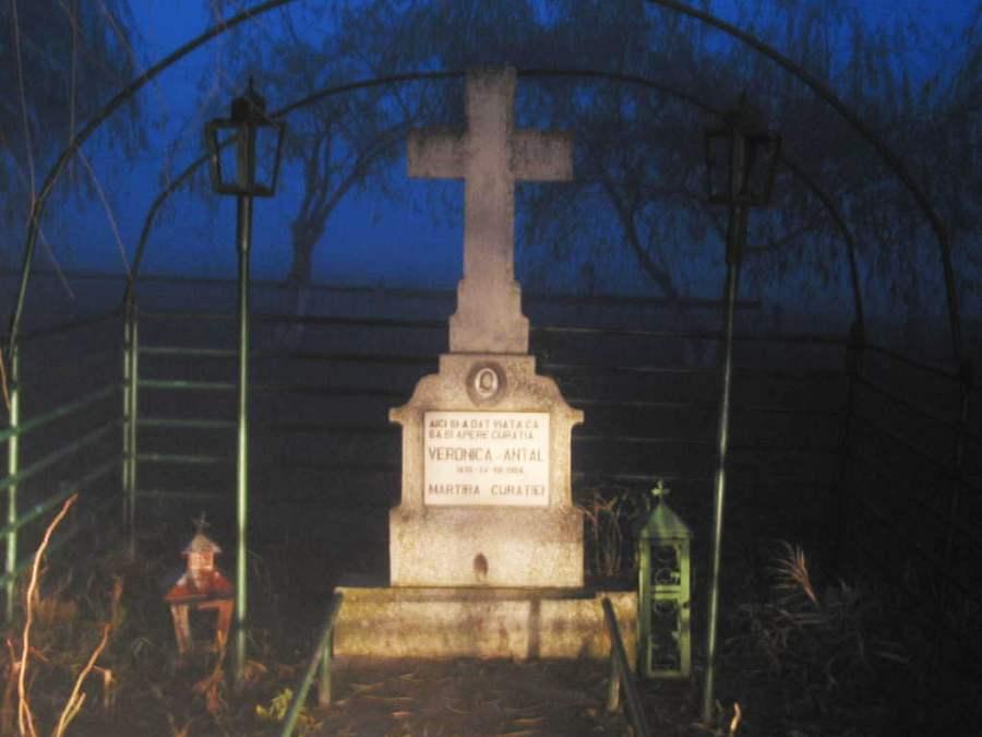 Monumentul ridicat în locul în care a fost ucisă Veronica Antal