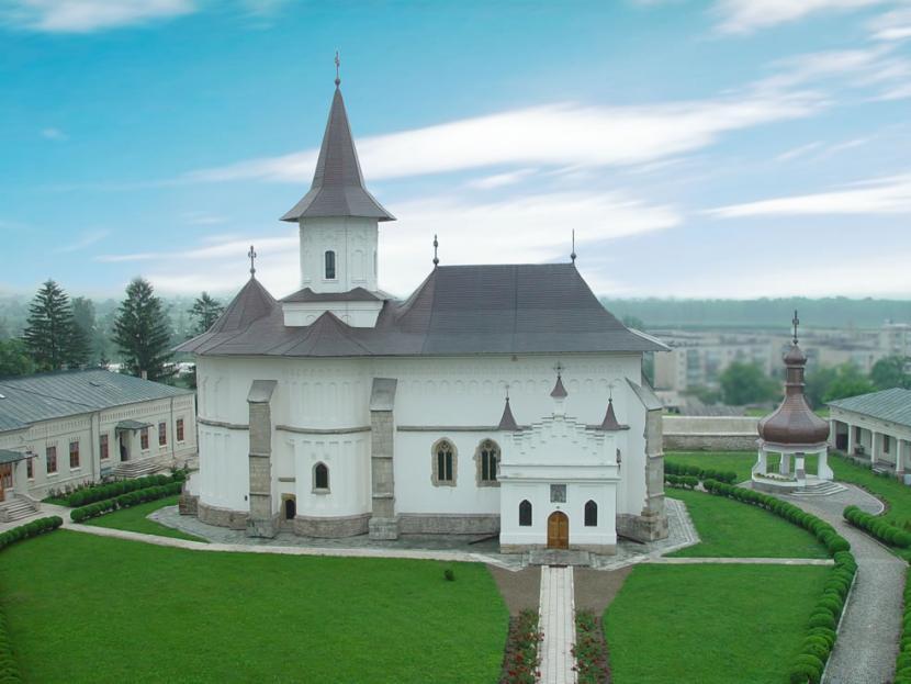 Noi măsuri pentru accesul credincioșilor în biserici. Anunțul Arhiepiscopiei Romanului și Bacăului