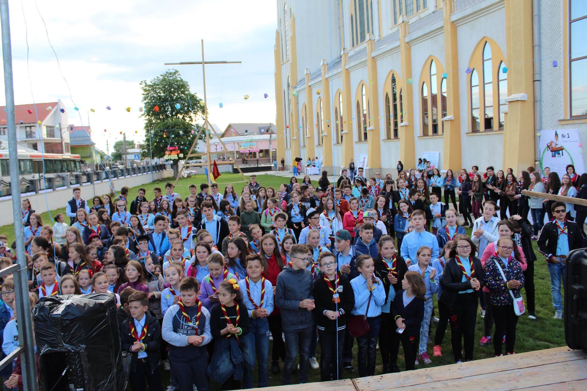 """Invitație la """"Festivalul Luminii"""", sâmbătă, la Adjudeni"""