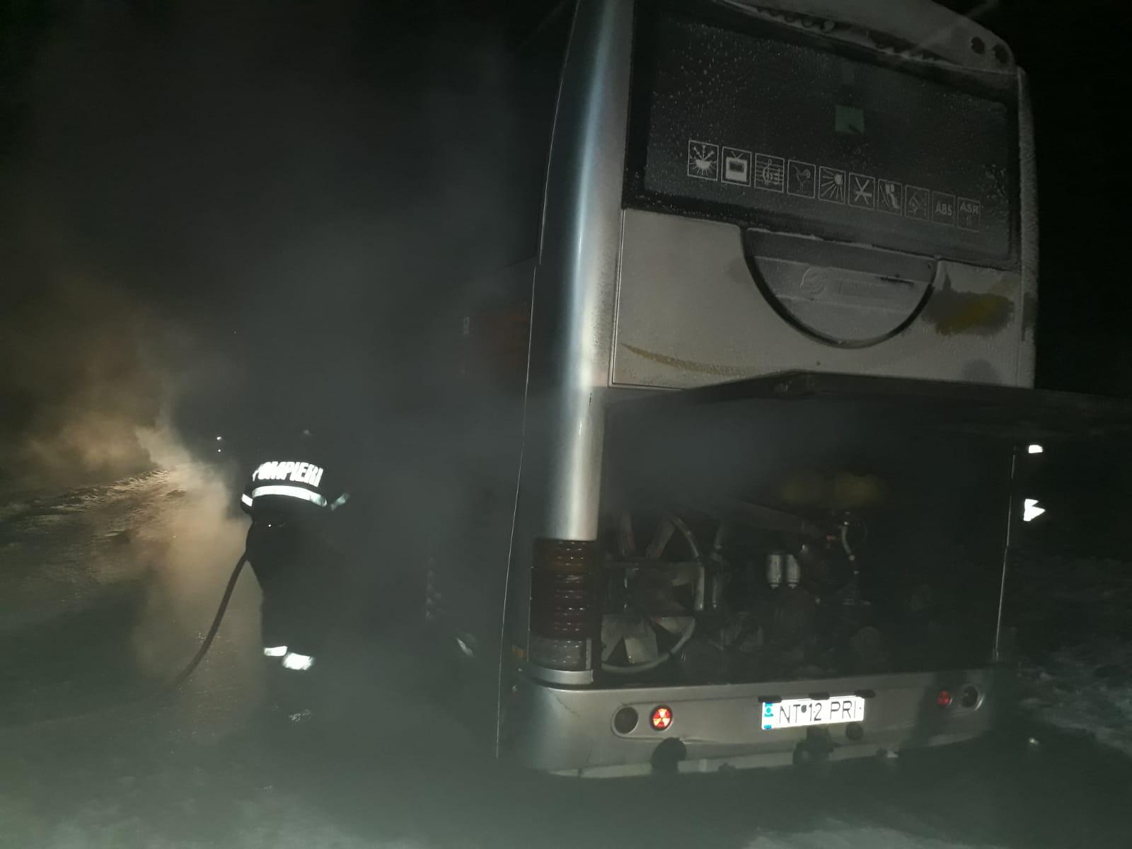 Incendiu la roțile unui autocar, la Trifești