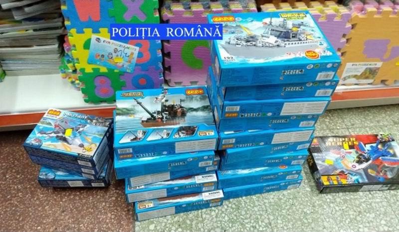 Cercetată de polițiști pentru vânzarea de jucării și rechizite contrafăcute