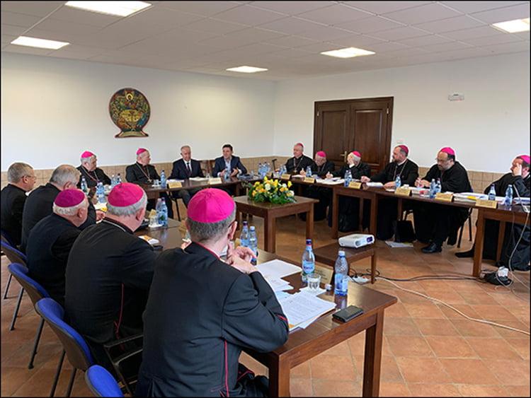 Episcopii catolici îi îndeamnă pe credincioși să voteze la alegerile europarlamentare