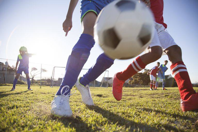"""Turneul de fotbal pentru juniori """"Kinder Cup"""", la începutul lunii iunie"""