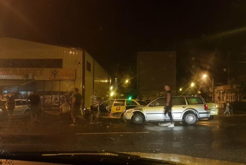 Accident rutier pe bulevardul Republicii, soldat cu rănirea unei persoane