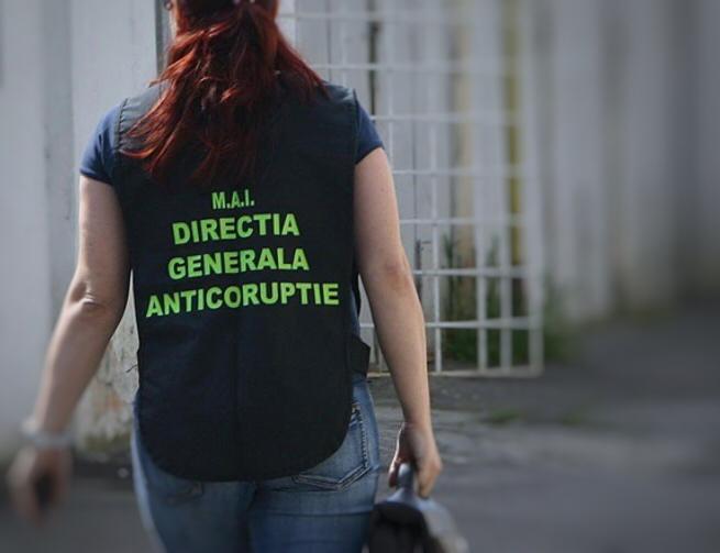 Agent de poliție din Neamț reținut pentru fapte de corupție