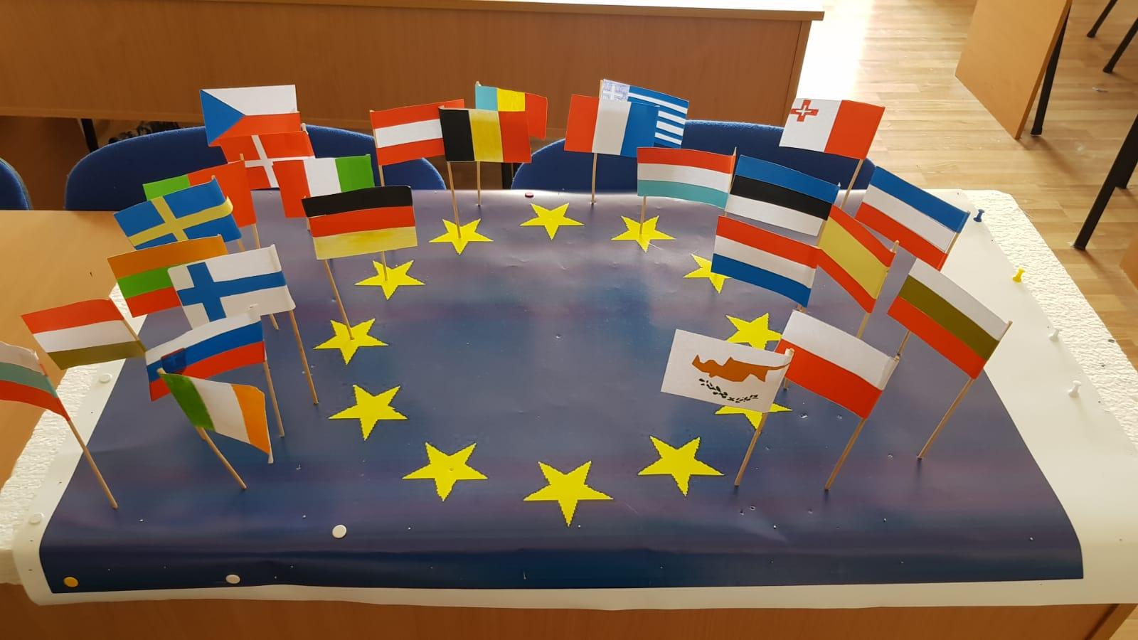 """Proiectul educațional """"Plurilingvism într-o Europă unită"""", derulat în patru licee romașcane"""