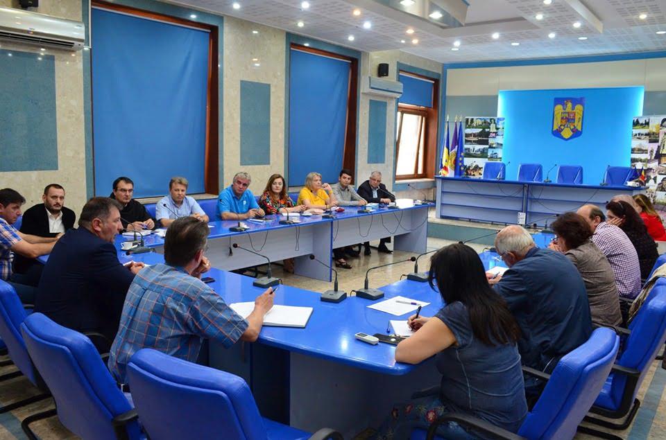 Ședință cu directorii unităților de învățământ pentru pregătirea noului an școlar