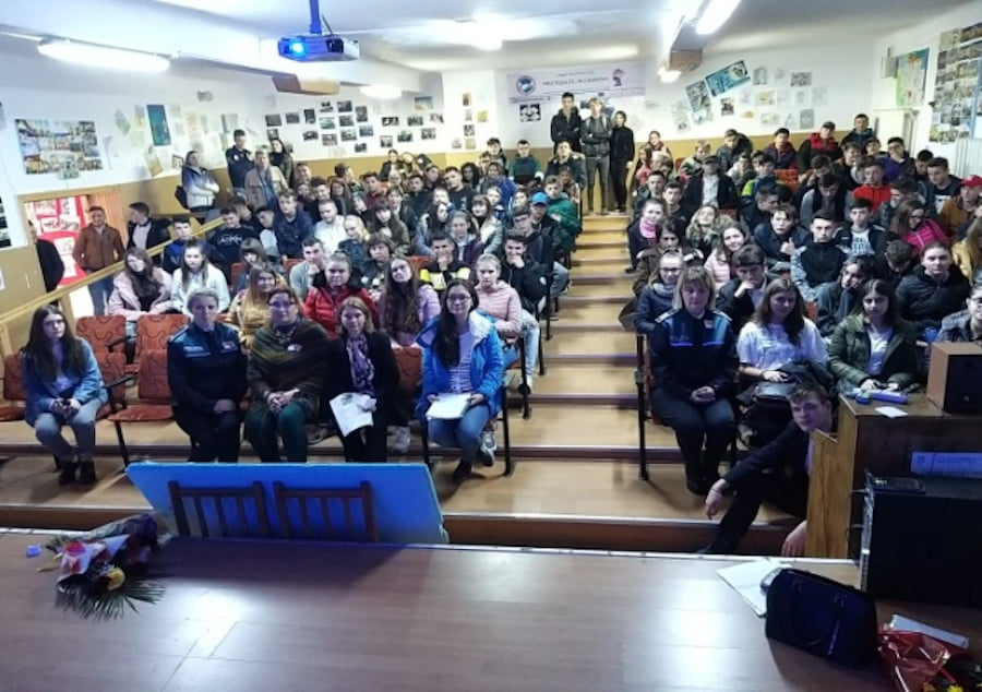 """Campanie de prevenire a abuzurilor și violențelor asupra copiilor și tinerilor, la Colegiul Tehnic """"Miron Costin"""""""