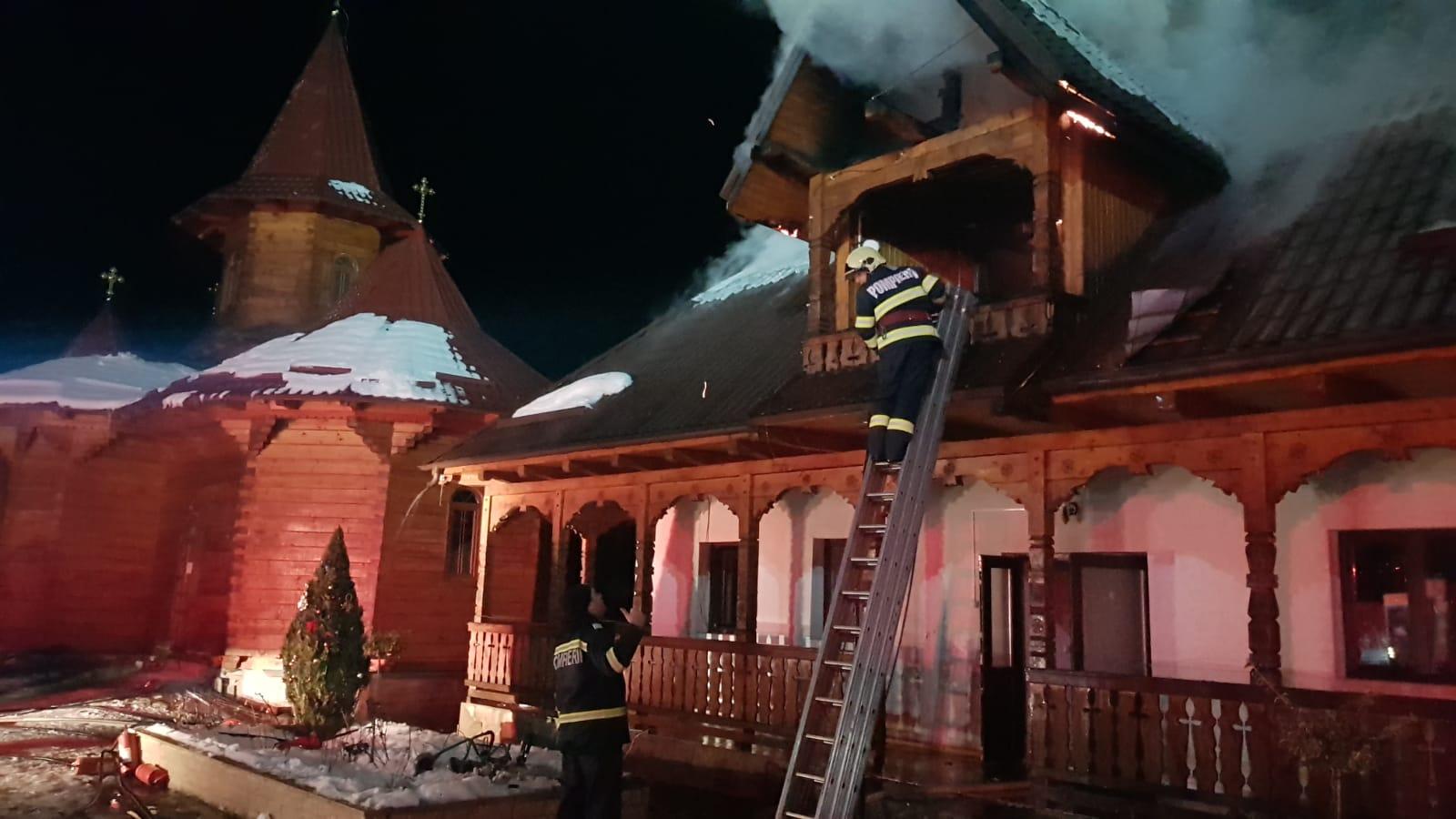 Incendiu la Mănăstirea de maici Petru Vodă