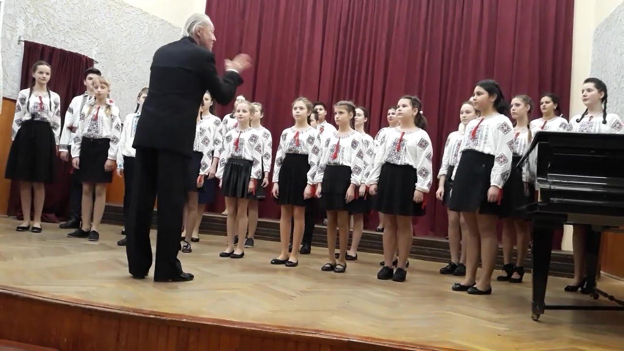 """Corul Școlii de Artă """"Sergiu Celibidache"""" din Roman, premiul I la Olimpiada Corală județeană"""