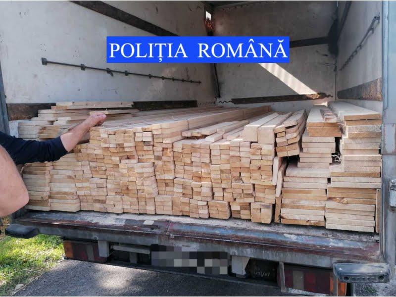 Razie a polițiștilor la Ion Creangă. Amenzi, bunuri confiscate, zeci de șoferi sancționați