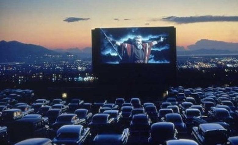Cinematograf în aer liber, în parcarea Roman Value Centre