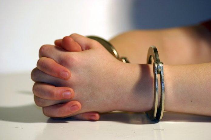 Femeie trimisă la închisoare, pentru că nu și-a lăsat fostul soț să-și vadă fiica