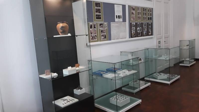 Expoziție despre cimitirele medievale din zona Romanului, la Muzeul de Istorie