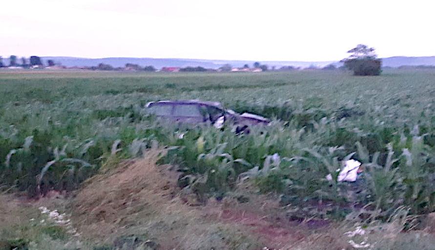 O mașină s-a răsturnat pe E 85, la Secuieni. Două persoane au fost rănite