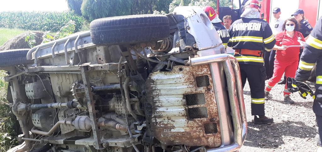 Mașină răsturnată pe E 85, la Tețcani. Șoferul depistat cu o alcolemie de 1,23 mg/l