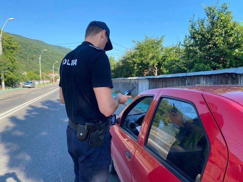 Peste 30 de șoferi sancționați miercuri dimineață de polițiști