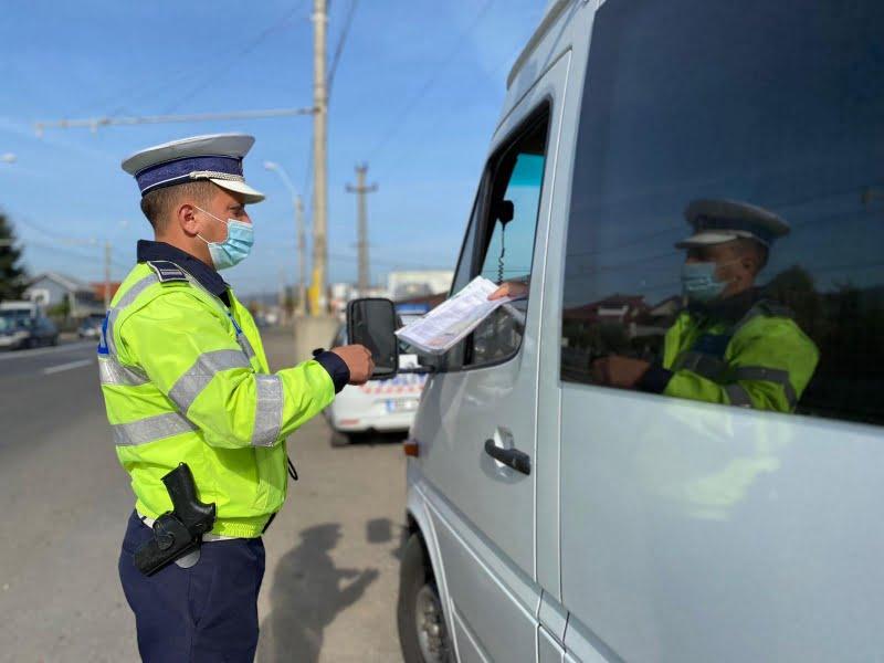 Transportatori de persoane și de marfă, sancționați de polițiști