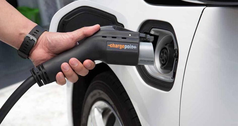 """E.ON: """"Românii sunt cei mai optimişti europeni în privinţa viitorului maşinilor electrice"""""""