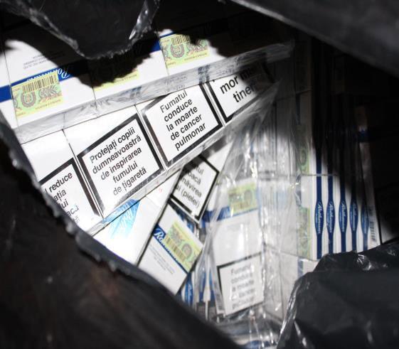 Persoane reținute pentru contrabandă cu țigări, în urma unor percheziții în județele Suceava și Neamț