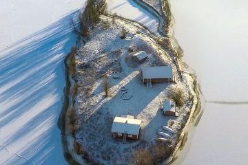 Bellissime  foto aeree di un'isola finlandese viste nel corso delle quattro stagioni