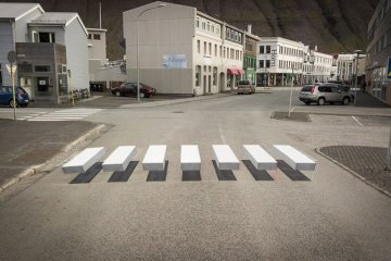 Le città di tutto il mondo stanno testando le strisce pedonali  3D per  far rallentare gli automobilisti