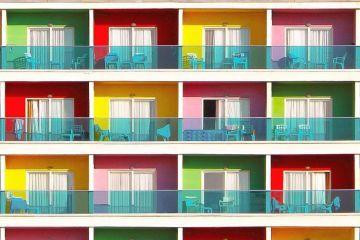 Sono incredibilmente colorati gli edifici dei nuovi quartieri di Istanbul e il loro effetto è spettacolare
