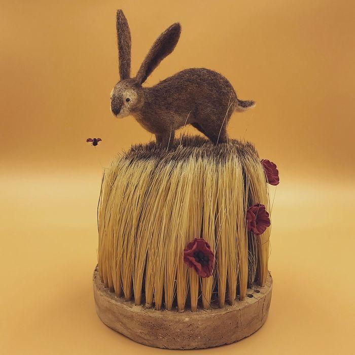 el feltro, ago e filo e vecchie spazzole per creare graziose composizioni