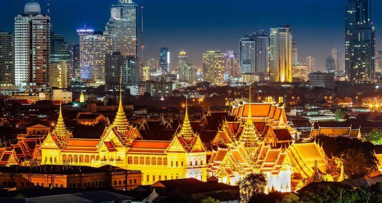 La maggior parte dei turisti visita le mete più famose come il Grand Palace, il Wat Pho (Buddha sdraiato) e il Wat Arun. In verità ci sono anche molti altri luoghi meno conosciuti che vale la pena visitare.