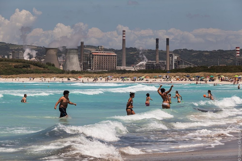 La fabbrica vista dal mare Rosignano Solvay