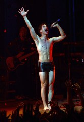 Darren Criss hedwig and the angry inch4