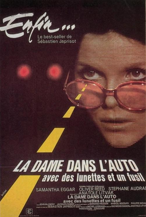 la_dame_dans_l_auto_avec_des_lunettes_et_un_fusil1970