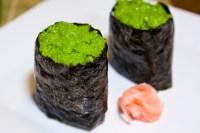 Gunkan maki z surimi i zielonym kawiorem