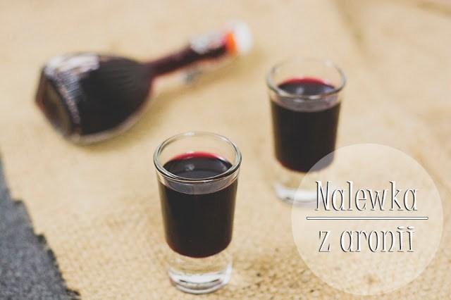Nalewka z aronii, liści winogron i wiśni