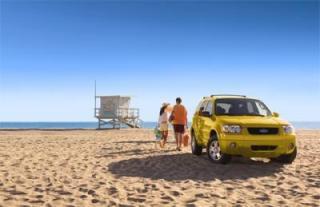 rental-car-on-beach