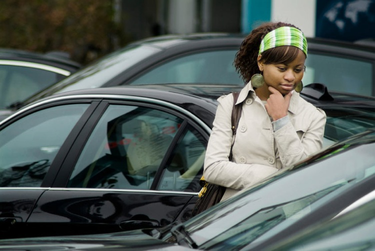 young woman car shopping - Female Car Shoppers Deserve Better Safety Ratings System, Says NY and PA Accident Lawyer