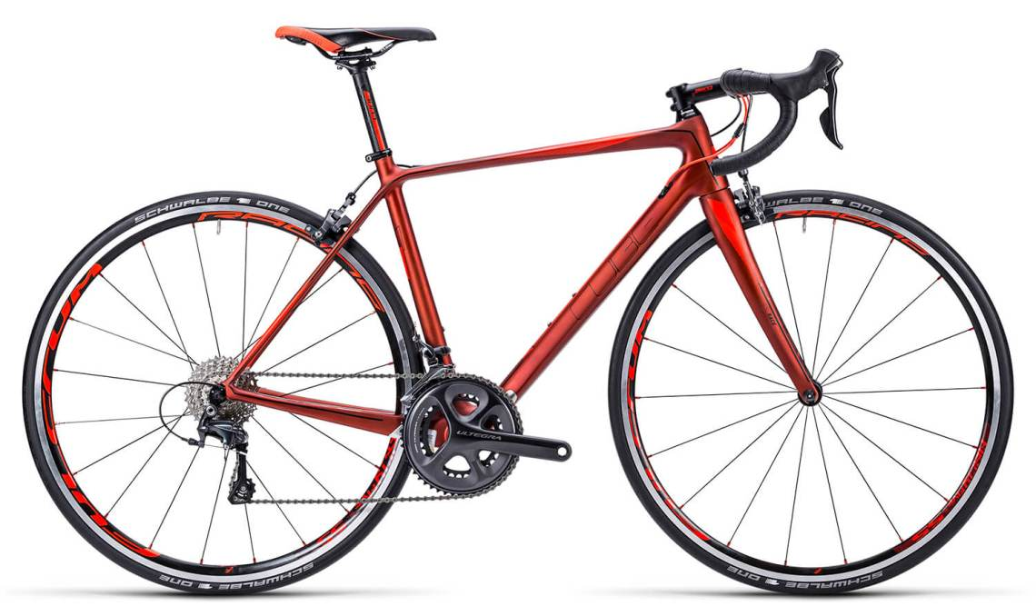 Cube Axial Redwood 'n' 'Flashred carbon racefiets van Cube