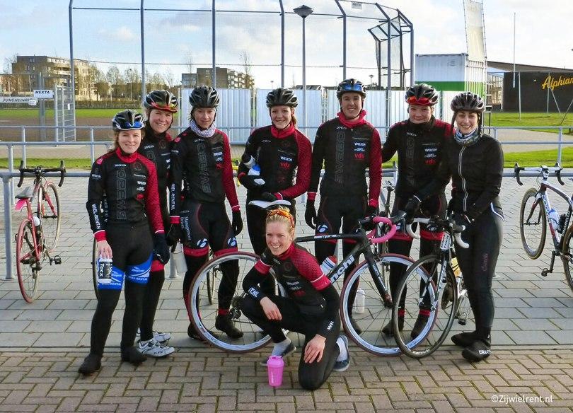 Wielrennen met elite dameswielerteam SwaboLadies