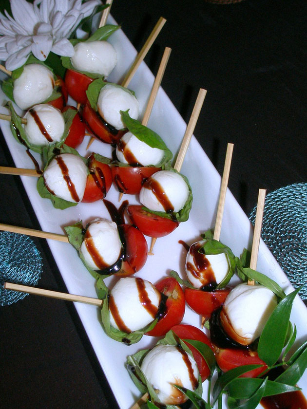 tomato, basil and bocconcini skewers