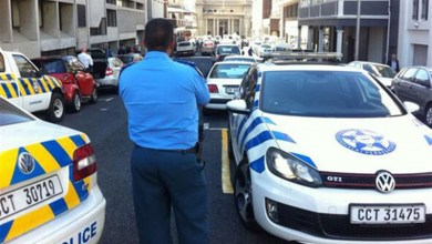 Photo of Cape Town cop probed for demanding bribe from Zimbabwean