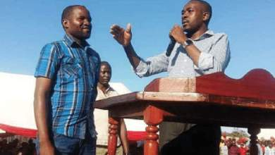 Photo of Chamisa under fire for making fake promises
