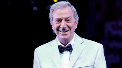 Photo of British comedian and TV legend Des O'Connor dies aged 88
