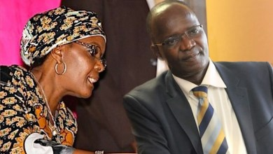 Photo of Jonathan Moyo showers Grace Mugabe