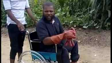 Photo of Rev Chivaviro and family bless Mutare man with wheelchair